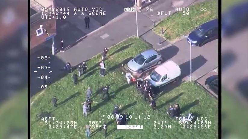 Arroja gasolina a 8 policías y acaba condenado a casi cuatro años de prisión