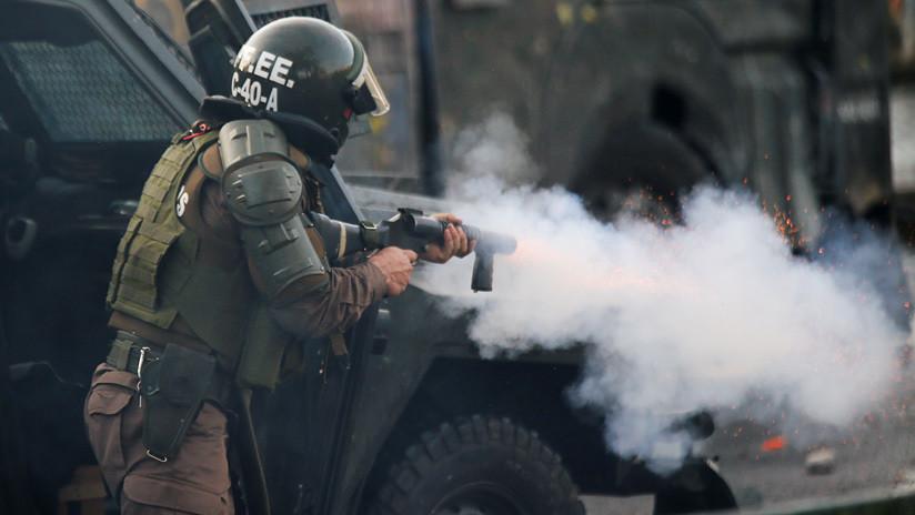 Fiscalía chilena abre causa penal contra carabinero que usó a adolescente como escudo humano en protestas