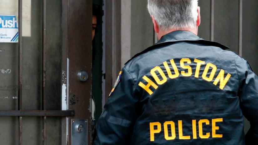 """Exigen despedir a un asistente de fiscal que se negó a presentar cargos de asalto sexual porque la vícitima era un mexicano """"ilegal"""""""