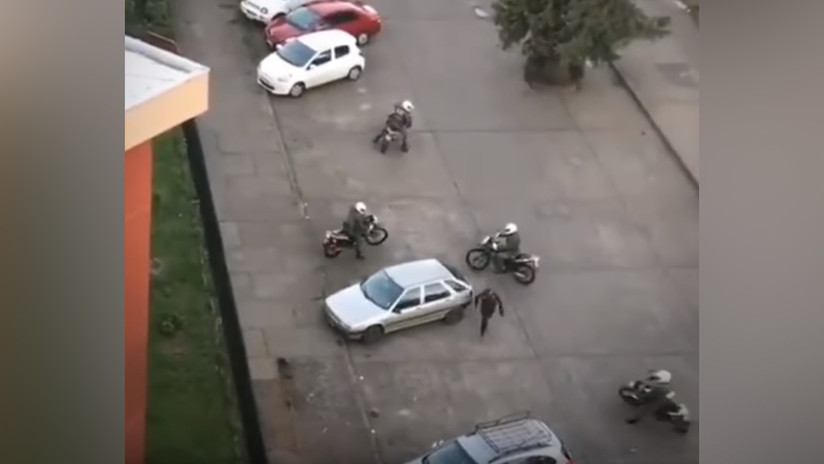 VIDEO: Un manifestante escapa de cinco policías en moto a puro regate en Chile