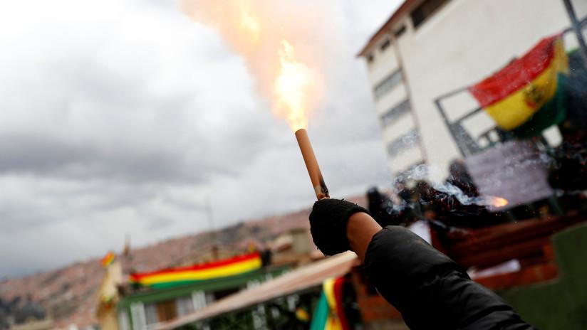 """""""Amenazaron con entrar y cortar toda la señal por la fuerza"""": director de Bolivia TV denuncia el asedio de manifestantes"""