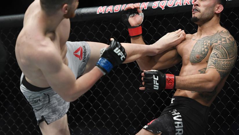 VIDEO: Un luchador ruso de la UFC noquea a su rival con una devastadora patada frontal en el rostro