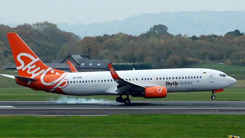 FOTOS, VIDEO: Un avión de pasajeros sufre un incendio momentos después de aterrizar en Egipto