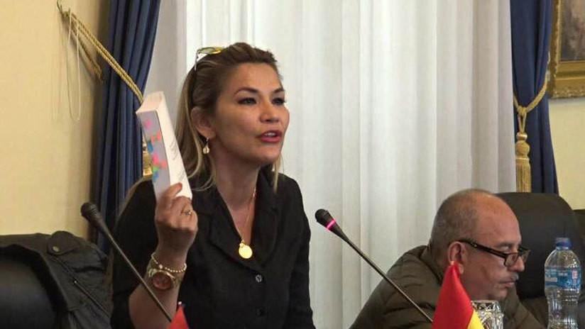 Jeanine Áñez, segunda vicepresidenta del Senado, anuncia que asumirá la Presidencia de Bolivia