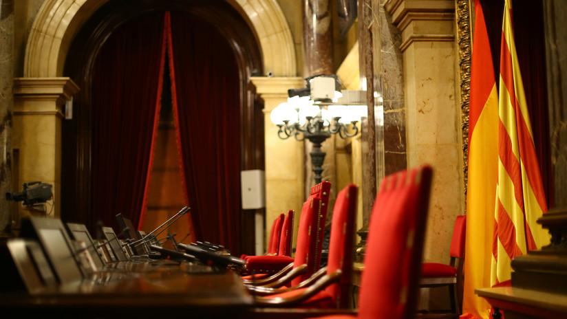 El Parlamento de Cataluña aprueba la moción para ejercer la autodeterminación minutos después de la suspensión del Constitucional