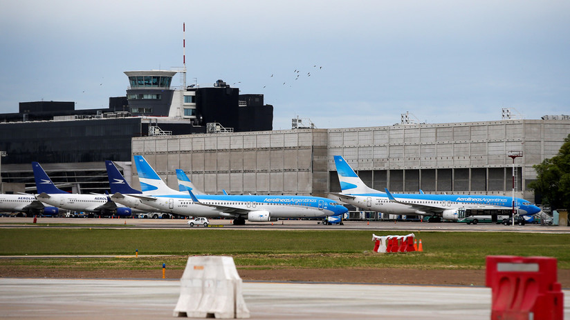 Un reconocido deportista argentino agrede a su pareja a bordo de un avión