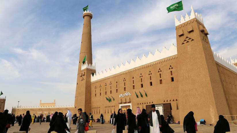 """Arabia Saudita alerta contra los tres 'pecados' del """"extremismo"""": el feminismo, el ateísmo y la homosexualidad"""