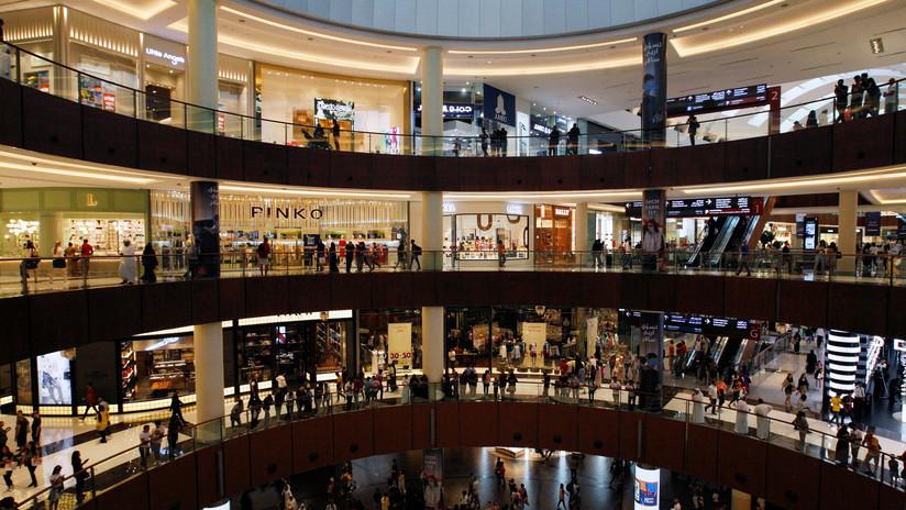 VIDEOS: Fuertes lluvias provocan la inundación de un imponente centro comercial en Dubái