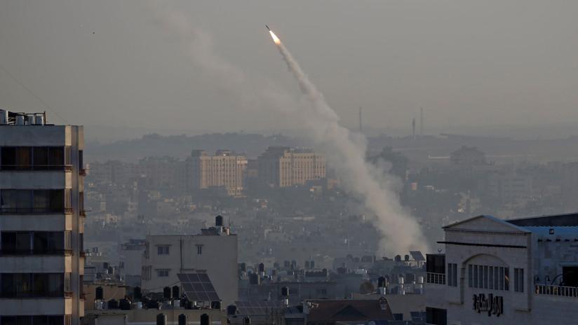 VIDEO: Un cohete lanzado desde Gaza impacta en una concurrida ruta de Israel