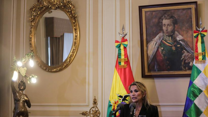 VIDEO: La autoproclamada presidenta interina de Bolivia juramenta al gabinete de facto