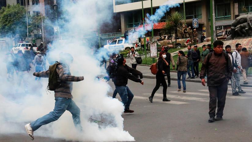 Reprimen con gas lacrimógeno a los partidarios de Morales en el primer día tras la autoproclamación de Áñez en Bolivia