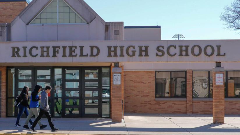 Escuela de EE.UU. se disculpa por arrojar a la basura el almuerzo de decenas de alumnos que tenían deudas mayores a 15 dólares