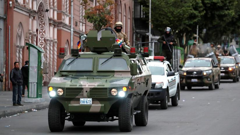 """Periodista estadounidense denuncia un """"golpe de Estado clásico"""" y un """"régimen militar sin autoridad constitucional"""" en Bolivia"""