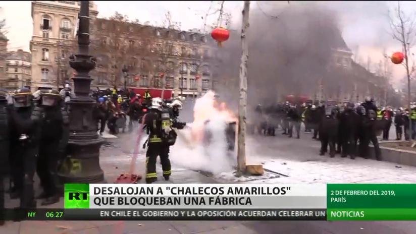 París: Dispersan con gases lacrimógenos a 'chalecos amarillos' que bloquearon accesos a una fábrica