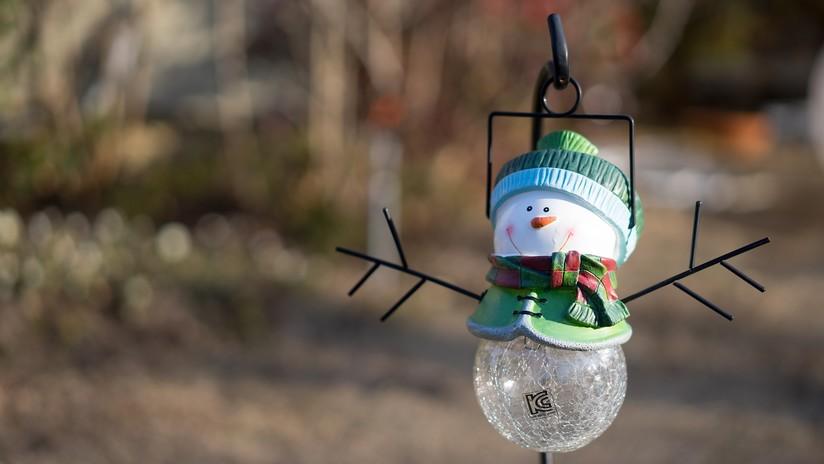 Ordenan a una familia de EE.UU. que retire un muñeco de nieve navideño por adelantarse demasiado a las fiestas