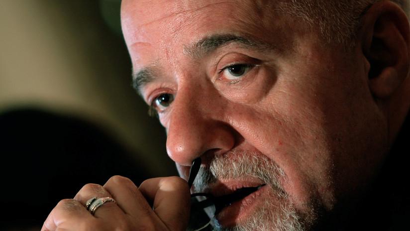 """Paulo Coelho asegura que una """"élite inescrupulosa y desvergonzada"""" apunta con rifles a Bolivia"""