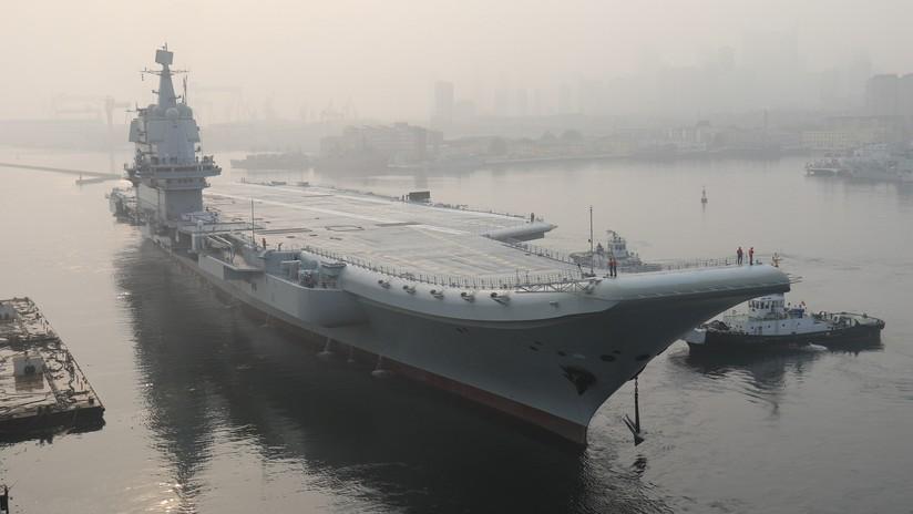 VIDEO: El primer portaviones chino de producción nacional atraviesa el estrecho de Taiwán