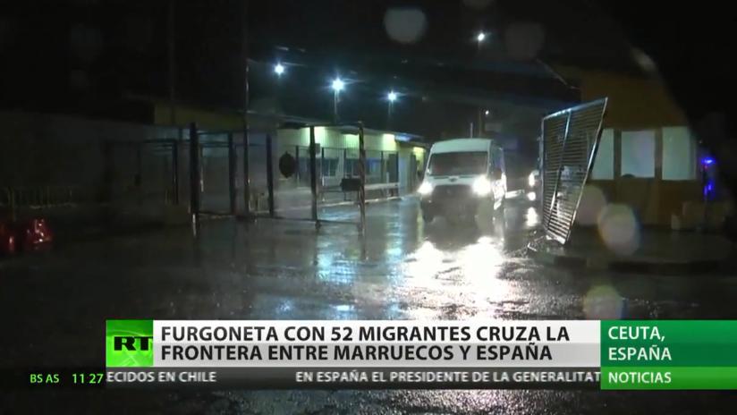 Más de 50 de migrantes cruzan la frontera de España en Ceuta en una furgoneta a toda velocidad