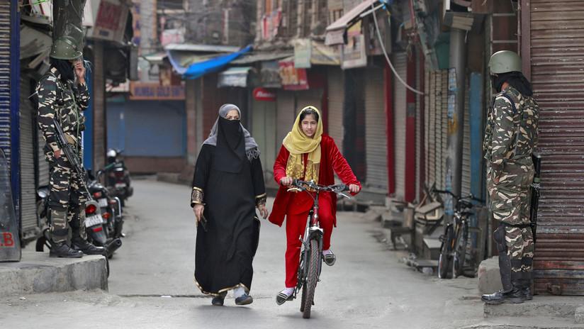 """""""Violación por violación"""": Un exgeneral indio desata una ola de indignación al expresarse a favor de violar a las mujeres musulmanas en Cachemira"""