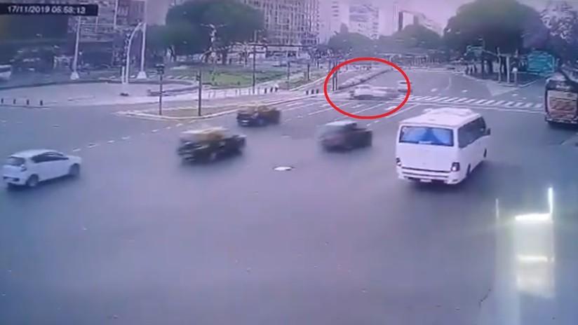 VIDEO: Futbolista ebrio protagoniza accidente automovilístico en pleno centro de Buenos Aires