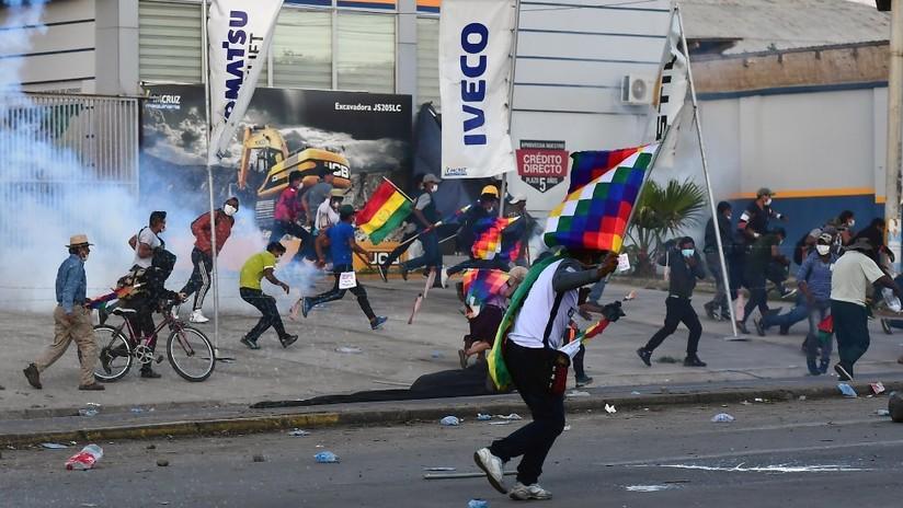 Dispersan con gases lacrimógenos a manifestantes que marchaban en Bolivia por el retorno de Evo Morales