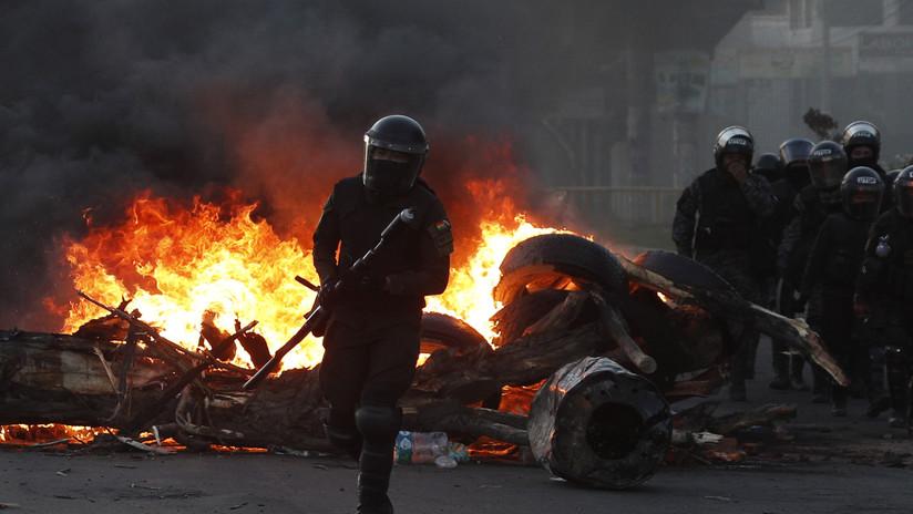 """Gobierno de facto de Bolivia destina 5 millones de dólares para """"equipar"""" a las FF.AA. en medio de denuncias por brutal represión de las protestas"""