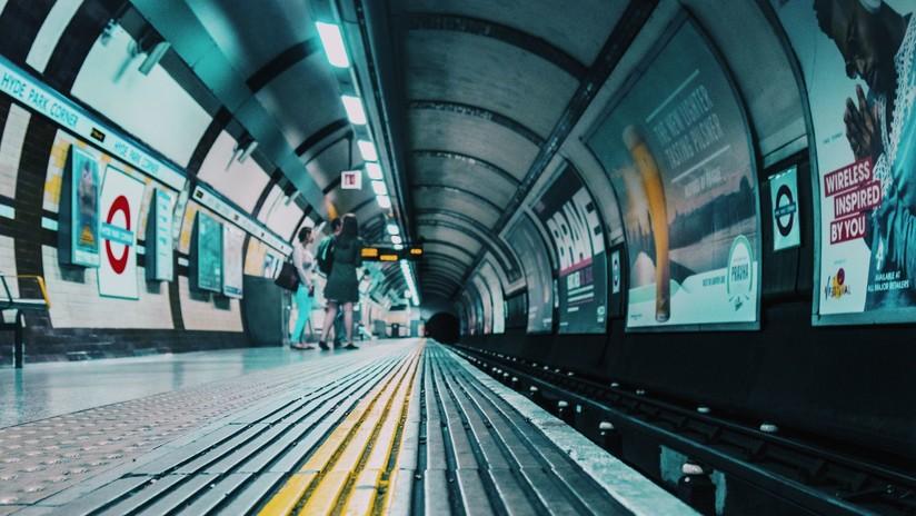 VIDEO: Un hombre se desmaya, cae a las vías del metro de Sao Paulo y el maquinista lo salva en el último segundo