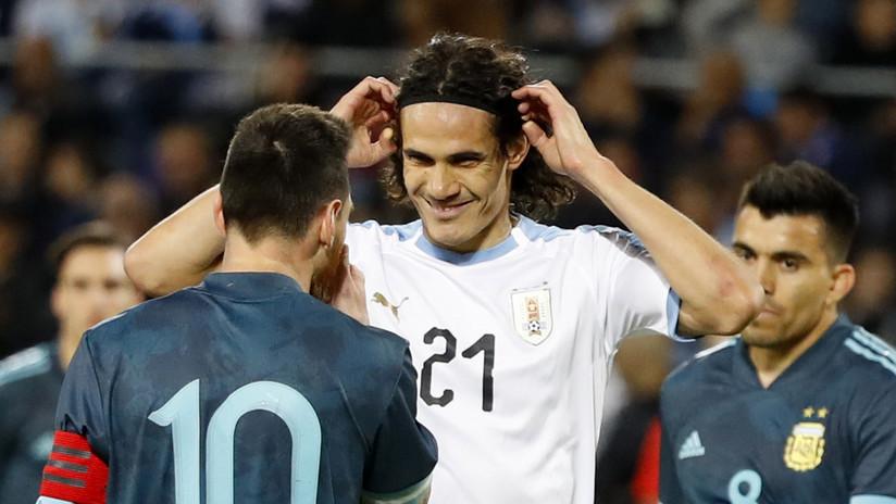 """Cavani invita a Messi a pelear en pleno partido, este le responde """"cuando quieras"""" y la Red se llena de memes"""