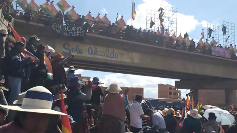 Cientos de bolivianos protestan contra la represión en la planta de hidrocarburos de Senkata, que dejó nueve muertos