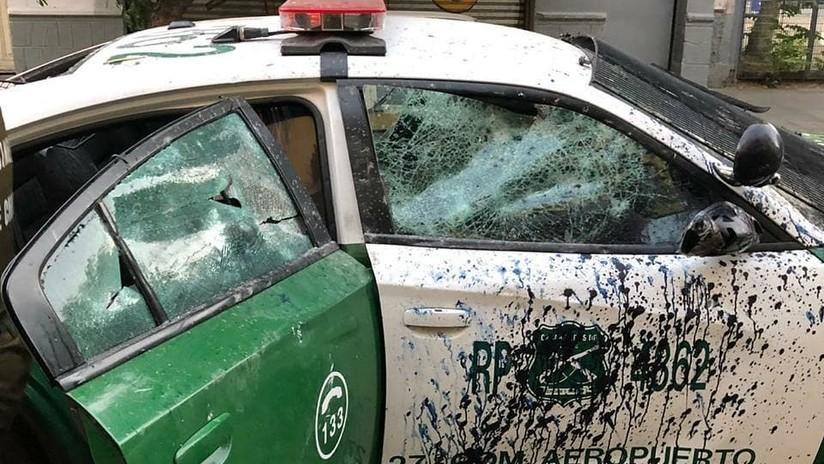 VIDEO: Momento en el que atacan con piedras y elementos contundentes a una patrulla de Carabineros en Chile