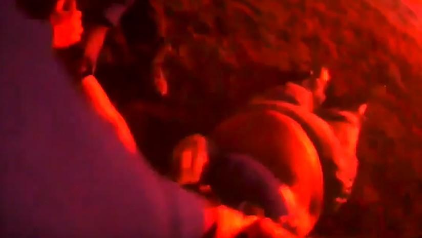 VIDEO: Rescatan a una mujer inconsciente de un auto envuelto en llamas