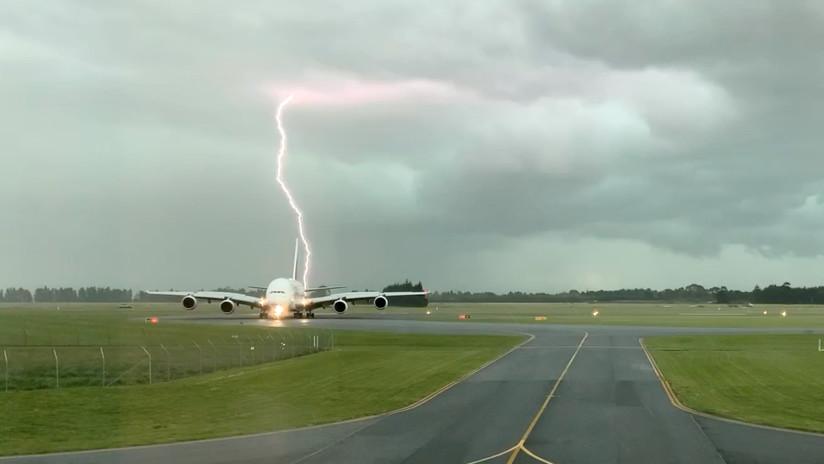 Un rayo casi impacta un avión de pasajeros en Nueva Zelanda