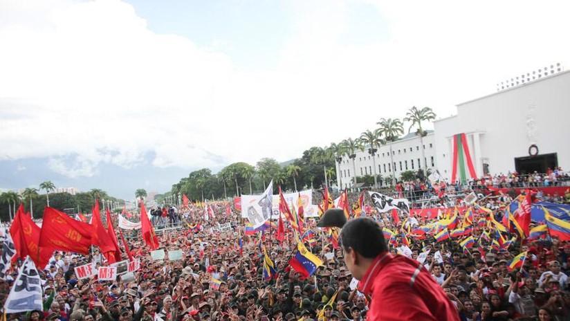 Estudiantes universitarios del chavismo y la oposición marchan en Caracas hasta los cuarteles