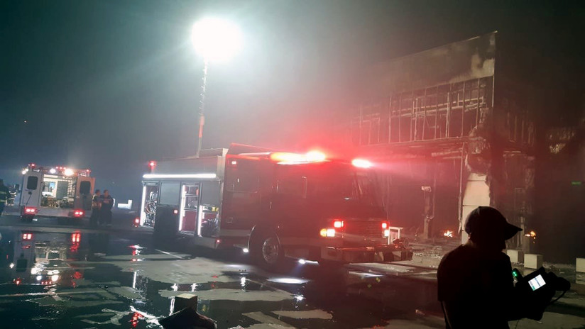 VIDEO, FOTOS: Saquean e incendian locales en un centro comercial en Chile tras las denuncias de torturas a un menor en el interior del recinto