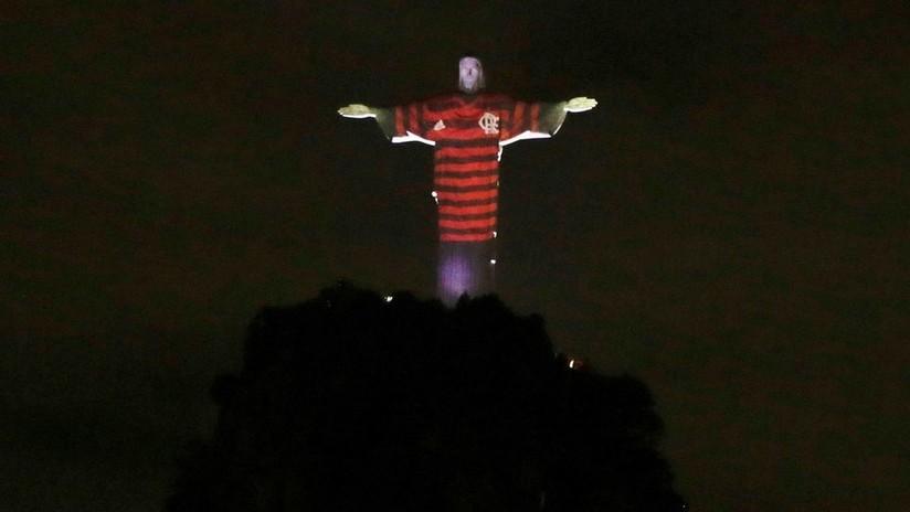 El Cristo Redentor de Río de Janeiro se viste de los colores del Flamengo para la final de la Copa Libertadores