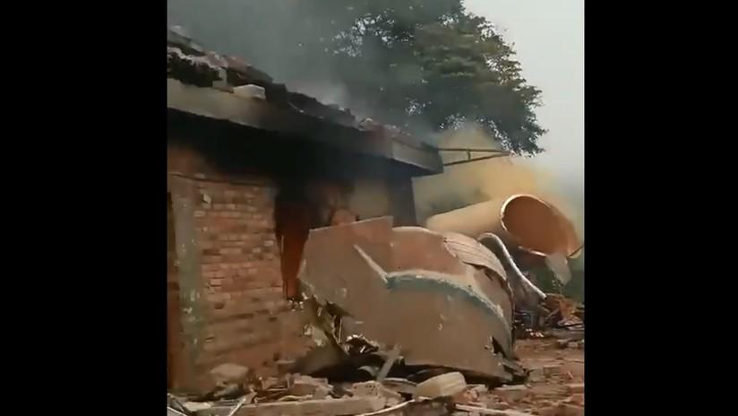 VIDEO: Partes de un cohete portador chino caen en una zona residencial tras el lanzamiento de dos satélites