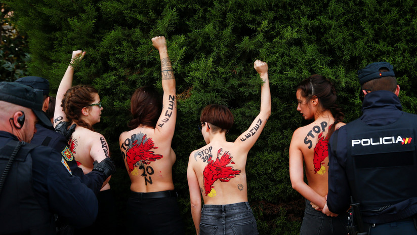 VIDEO: Activistas de Femen irrumpen en una marcha franquista en España