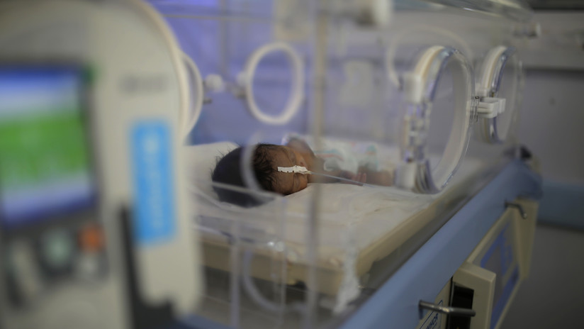 Fotos de un recién nacido malnutrido ponen de relieve la crisis humanitaria enYemen