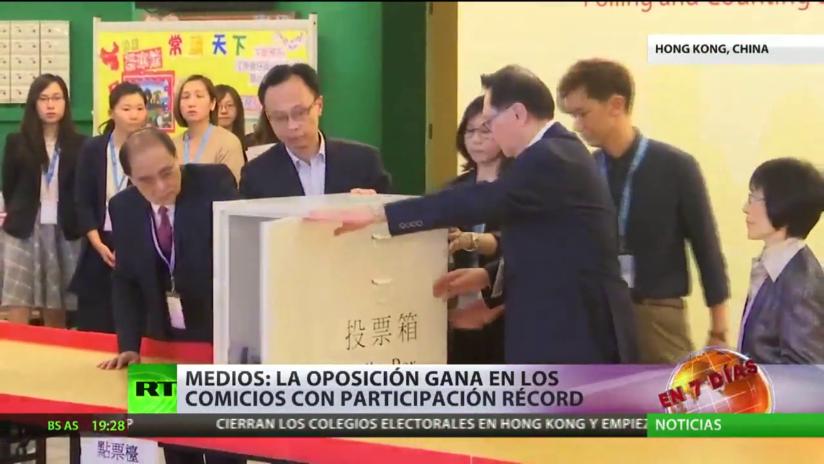 Medios: La oposición gana en las elecciones regionales con una participación récord en Hong Kong