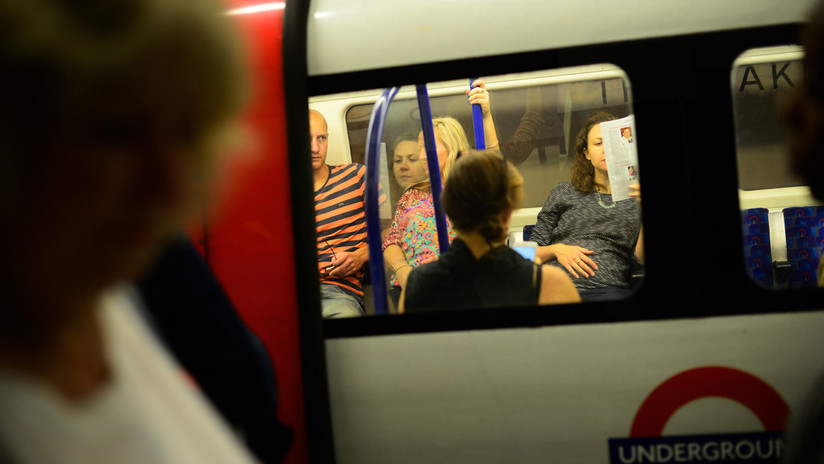 VIDEO: Una musulmana se enfrenta a un hombre que insultaba a una familia de judíos en el metro de Londres