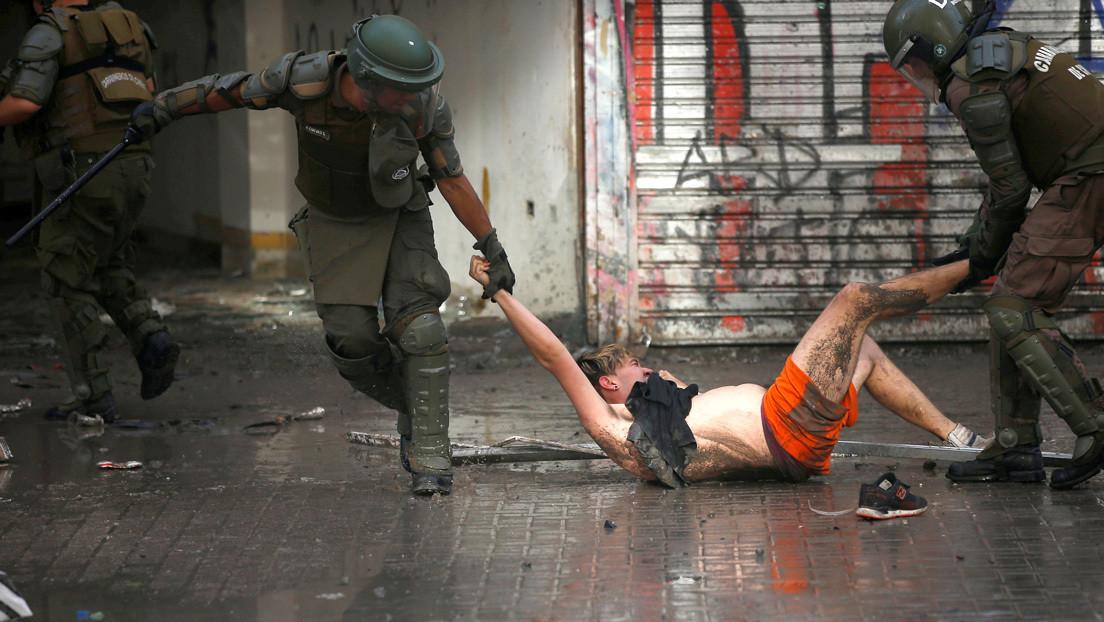 """HRW denuncia """"graves violaciones a los derechos humanos en Chile"""" y exige una reforma policial """"urgente"""""""