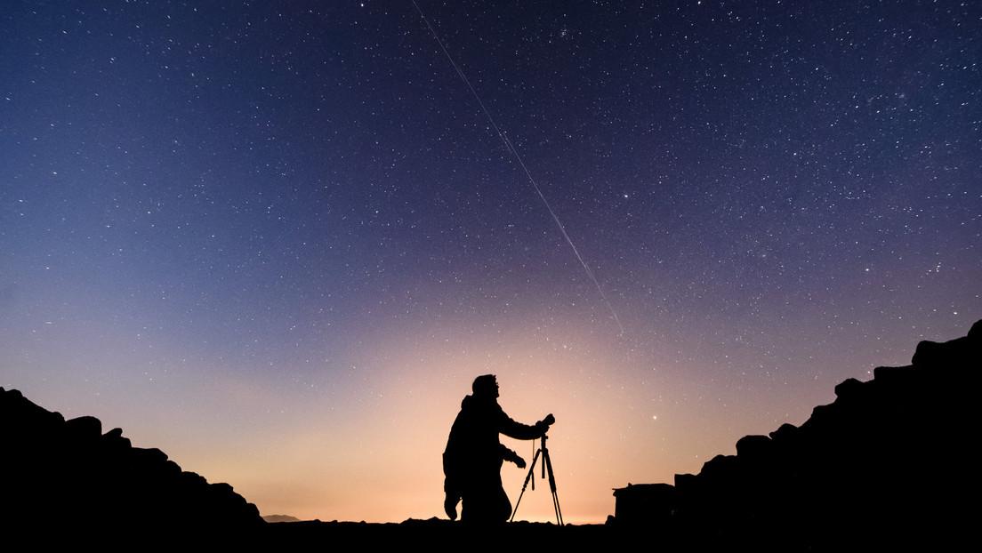 Los satélites Starlink se cruzaron en la grabación de la rara lluvia de meteoros 'Unicornio' (VIDEO)