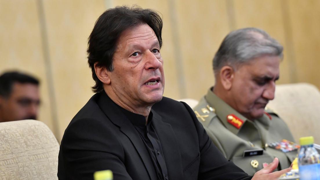 """El primer ministro de Pakistán es blanco de burlas tras asegurar que """"los árboles producen oxígeno por la noche"""""""