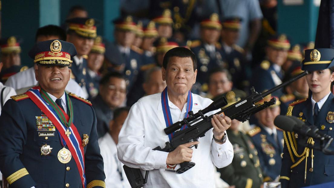 Duterte recibe de regalo un fusil de francotirador ruso Orsis T-5000