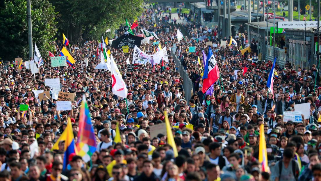 VIDEOS: Colombianos protagonizan una nueva jornada de protestas contra Duque con un colorido y musical 'plantón sinfónico'