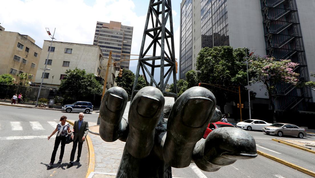 Maduro declara emergencia en PDVSA y busca su reestructura