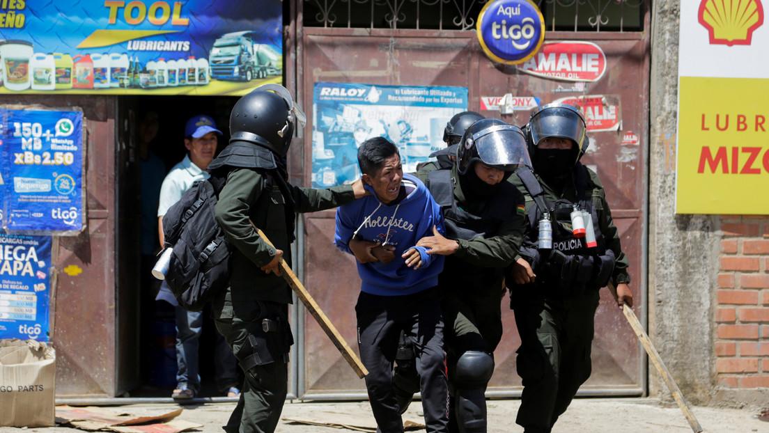 Tras ser retenida en aeropuerto, comisión argentina entra en Bolivia