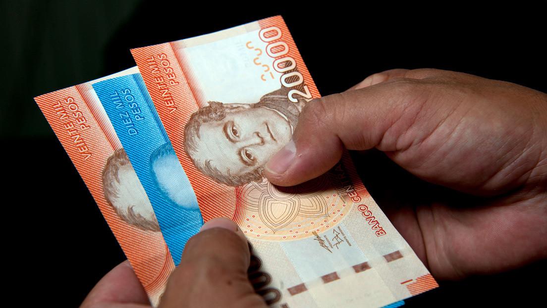 El peso chileno sufre otra caída récord en medio de las protestas