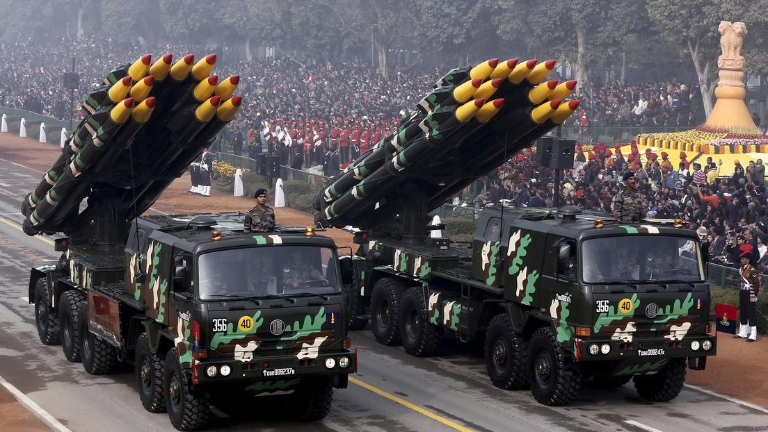 VIDEO, FOTO: La India prueba con éxito dos misiles, uno antitanque y otro supersónico