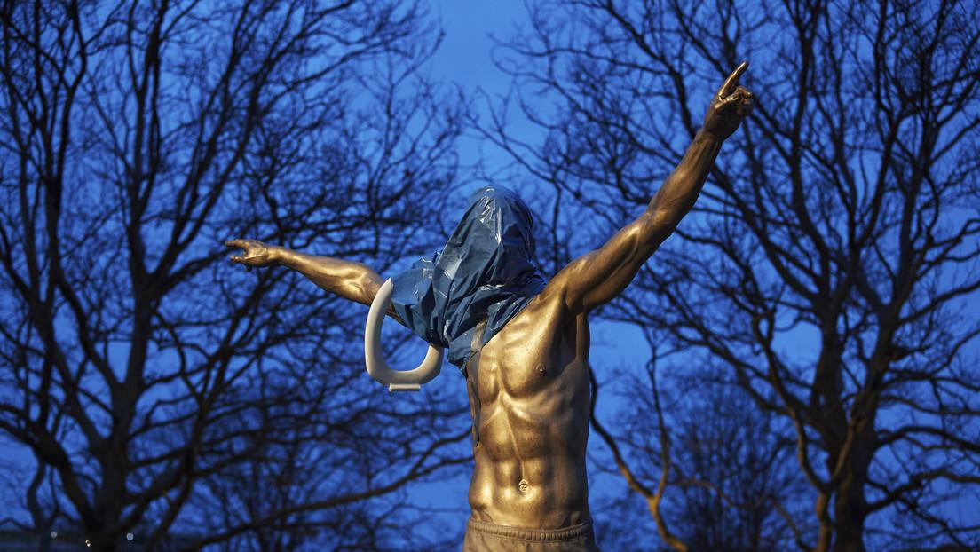 """""""Muere, gitano"""": vandalizan la estatua de Zlatan Ibrahimovic en su ciudad natal y atacan su vivienda con pescado podrido"""